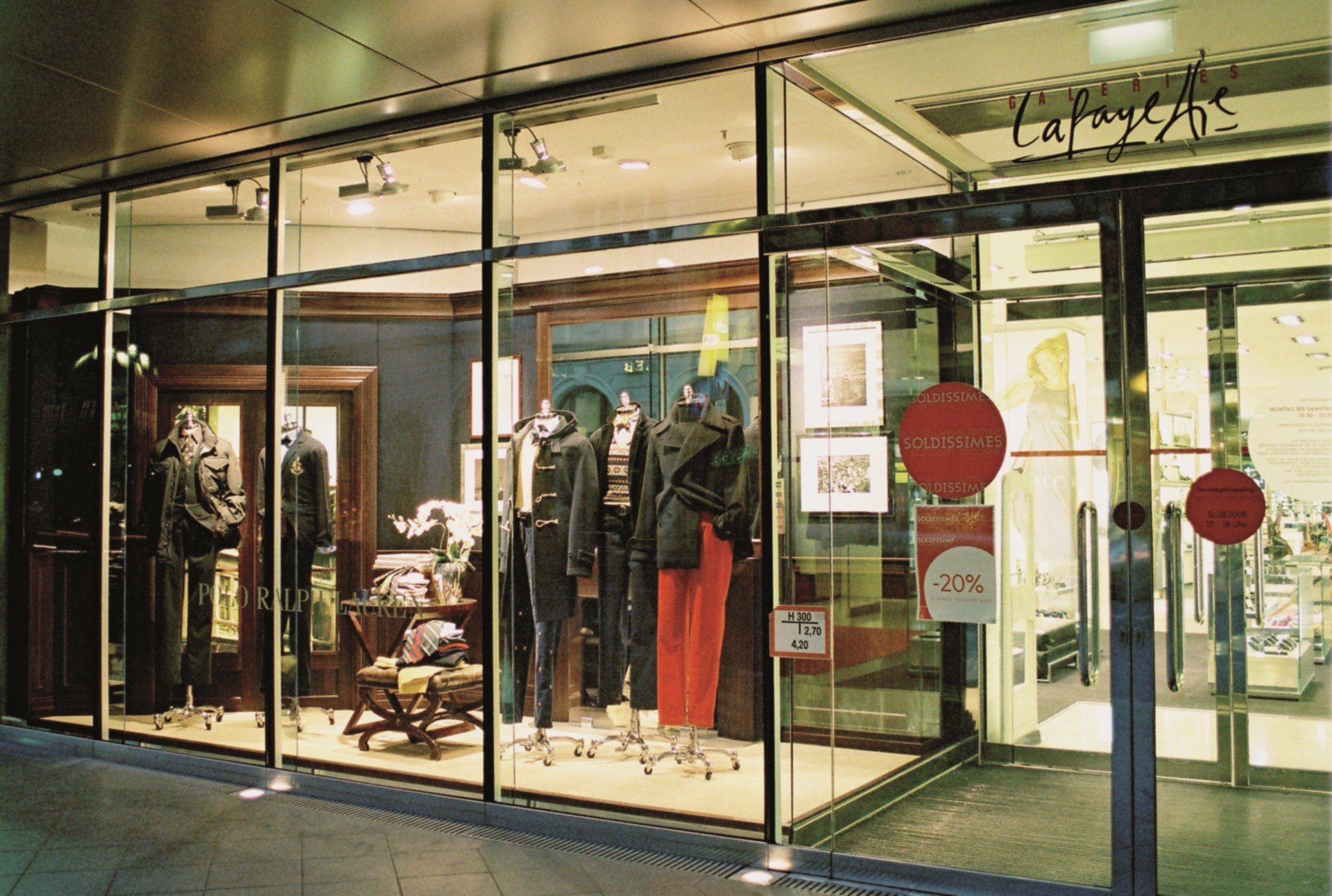 sale retailer 0f9ea d6bdd Shop front and shop-in-shop systems for POLO Ralph Lauren